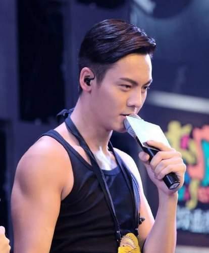 男星穿背心秀身材,鹿晗,杨洋最具硬汉形象,但还是他最图片