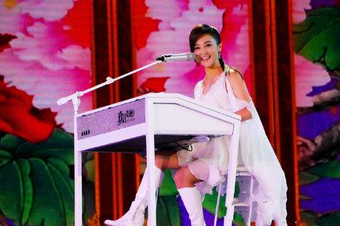 中国文艺界春节大联欢 玖月奇迹倾情献唱新歌