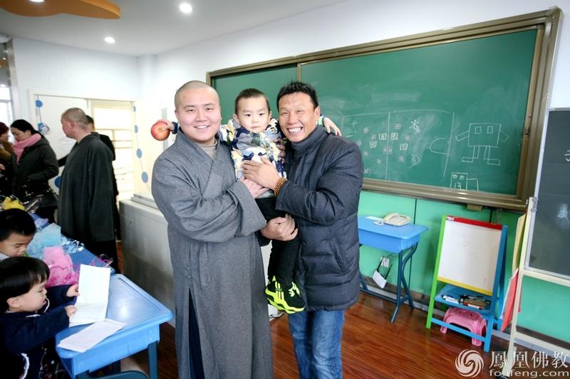 唐山市佛协联合唐山千佛寺前往儿童福利院慰问