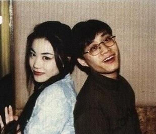 很多人说王菲跟林夕就像是精神上的夫妻,他们彼此都很懂对方,他的词加