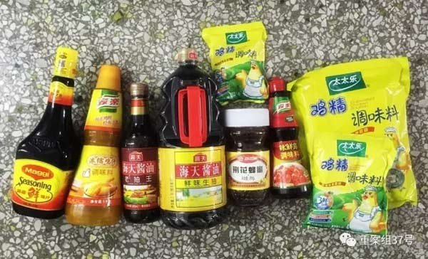2016年12月7日,新发地,家住天津独流的调味品造假者王姓男子给重案组37号送的样品。