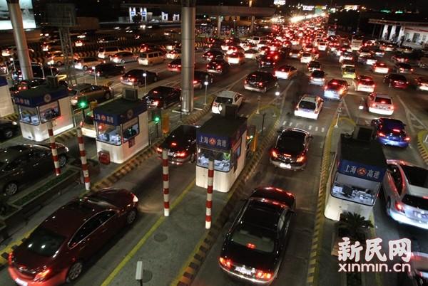 图说:沪宁高速江桥收费站。新民晚报资料图