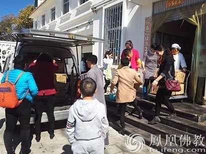 云南省佛教协会赴儿童福利院看望孤儿 捐赠营养品