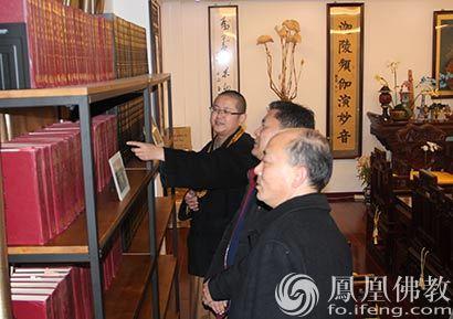 湖北咸安区委统战部部长胡志伟一行新春慰问佛教界代表