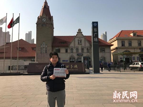 图说:青岛火车站广场前