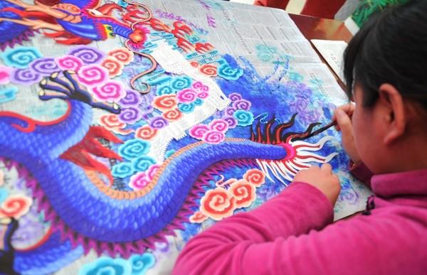 """本次剪纸艺术节以""""中国梦·冬奥情""""为主题,共征集到来自全国28个省市"""