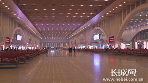 资料图:石家庄火车站大厅。(图片与本文无关)