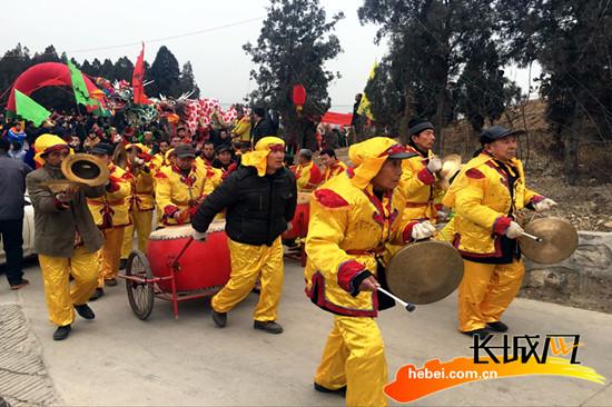 传统老时节民俗展演。郑风莉 摄