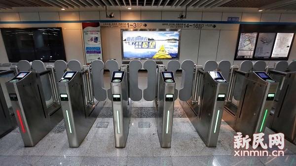 图说:新式闸机可以有效防止逃票现象。新民晚报新民网 萧君玮 摄