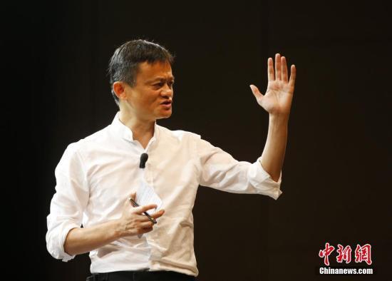 资料图片,马云为乡村教师授课。中新社记者 刘关关 摄