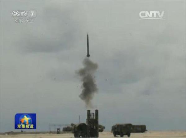 红旗-9导弹现身南海军演 专家:对挑衅释放信号