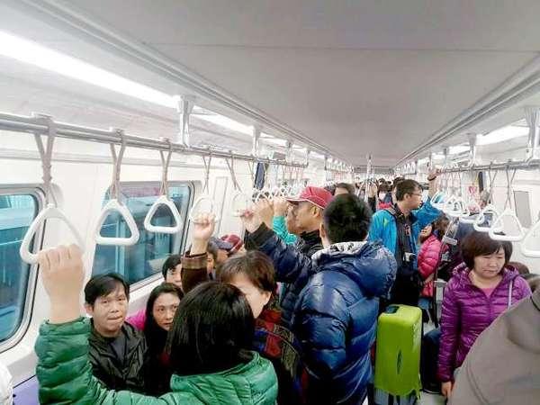 """▲机捷通勤族好康,3百人以上团体票享5折优惠.(图/台湾\""""今日新"""