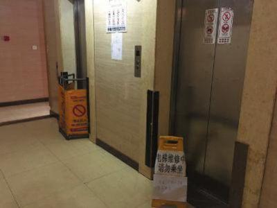 32层楼两电梯全停运