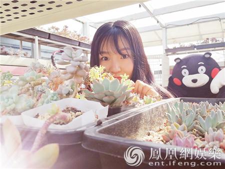 """""""盒饭学姐""""张艺馨初春写真 展现教科书式优雅可爱"""