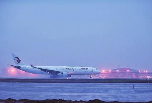 一架从韩国仁川机场起飞的空客a330飞机降落在长沙黄花国际机场第二