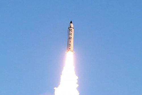 资料图片:朝鲜发射导弹画面新华社/朝中社