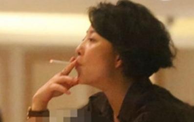 吸烟的女明星名单_娱乐圈众多女星抽烟都被骂,就她抽烟不骂反被赞萌
