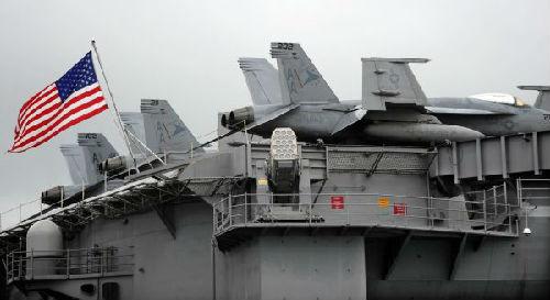 """资料图片:美国""""卡尔·文森""""号核动力航空母舰新华社记者陈晓伟摄"""