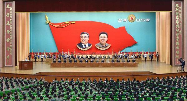 朝鲜人民军建军85周年中央报告大会(图片来源:《劳动新闻》)