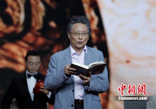 作家张大春现场朗读《活着为了讲述》精彩片段