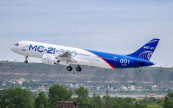 俄MC21大飞机成功首飞 是中国C919客机劲敌?(图)