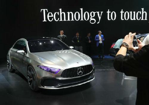 资料图片:今年4月上海车展上奔驰A级概念车全球首发。(新华社)