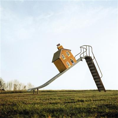房企5月滑梯坐视频业绩采访吴素英图片