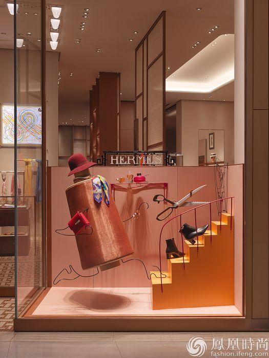 奢侈品  秉持现代简约的设计风格,榛色砂金外立面在阳光下散发着璀璨图片