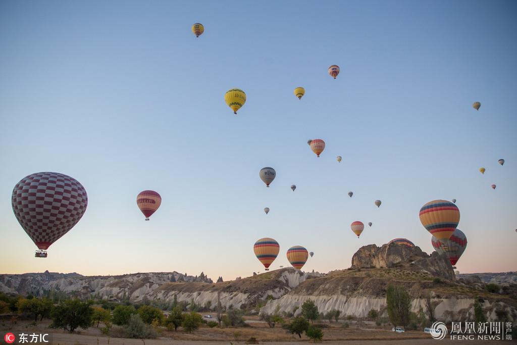 土耳其热气球升空