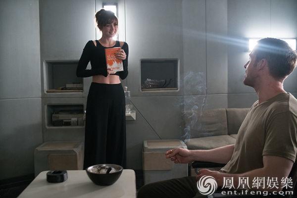 《银翼杀手2》曝AI女友正片片段 解锁隔空亲热技能