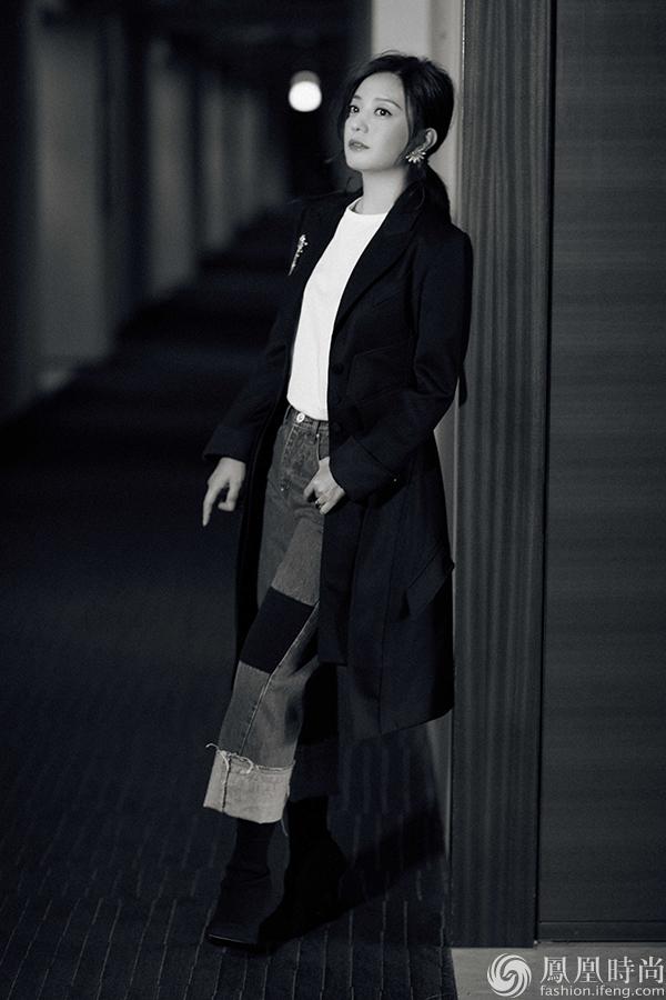 赵薇出席东京电影节记者会 休闲感正装干练大气