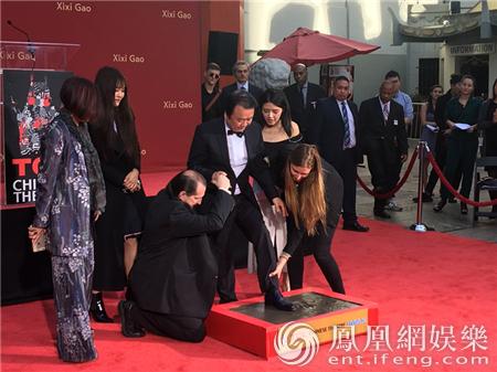 中国影人闪耀好莱坞 高希希导演星光大道按下手印