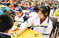 2018西安中小学生围棋比赛举行 黑白世界下的切磋