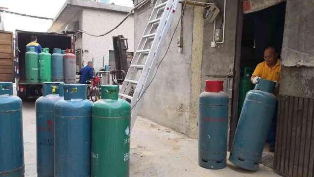 深圳宝安排查1250公斤非法燃气 消除危险品安全隐患