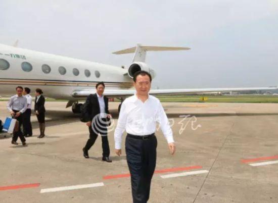 王健林乘私人飞机抵达厦门参加第十九届投洽会