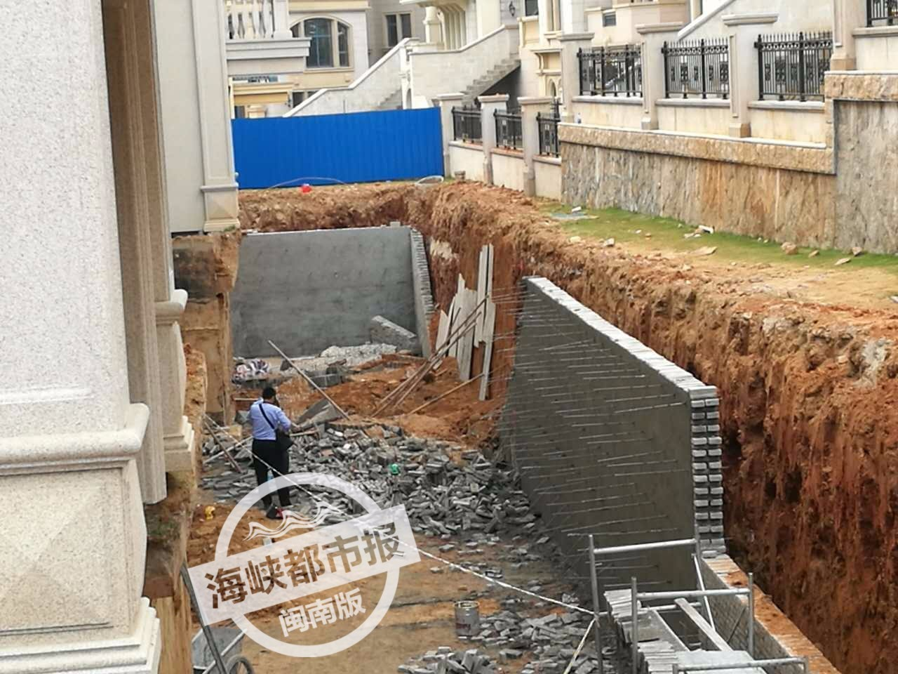 泉州一小区别墅施工时挡土墙坍塌