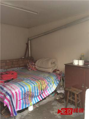 背景墙 床 房间 家居 家具 设计 卧室 卧室装修 现代 装修 300_400 竖