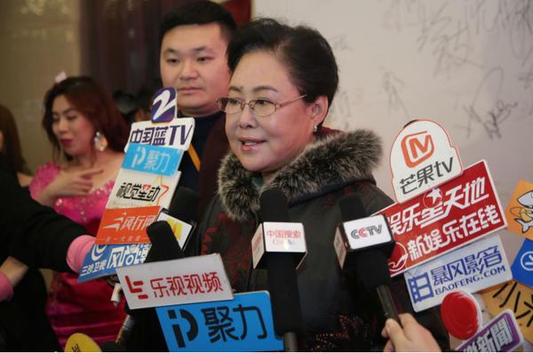 这台晚会将于春节初一至初八期间在河北卫视与中国教育电视台联合播出。晚会后,何展宇导演、王彦杰董事长,就2017年电影发展方向和2018年电影人春晚的规划进行了交流,并且共同启动了首届《微商电影节》《微商模特大赛》电影《奇才王祖刚》等项目。