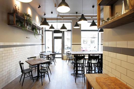 餐厅洋溢着浓郁的欧式复古风味