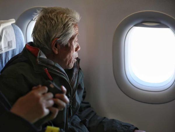 """老兵王琪返乡:84岁大哥摸摸他的头说""""你回来了"""""""