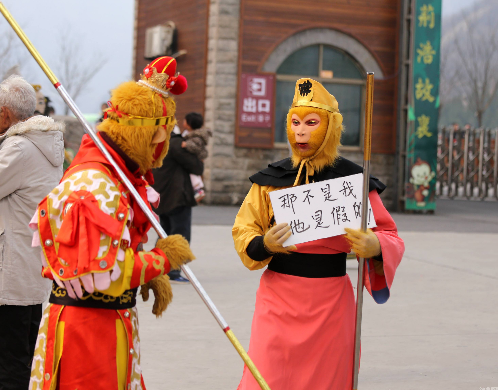 """假猴王敛财遭揭发 网友:快叫唐僧师父过来念""""紧箍咒"""""""