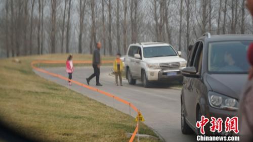 北京野生动物园证实虎区有游客下车 首次劝阻未听