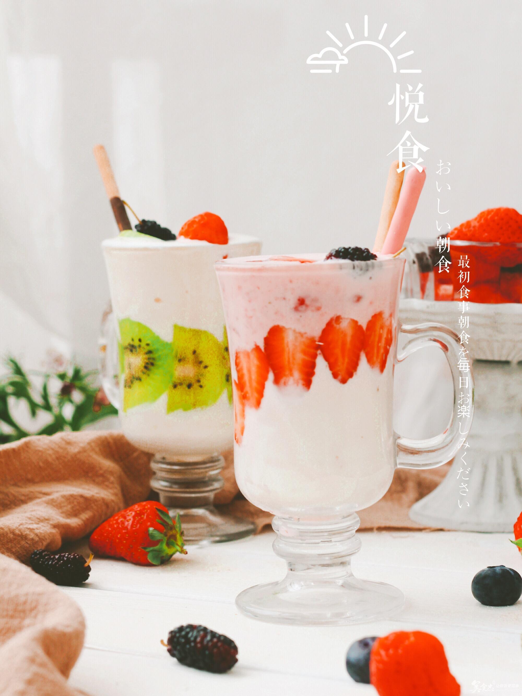 成分是新鲜的水果或者冰冻的水果,用搅拌机打碎后加上碎冰,果汁,雪泥