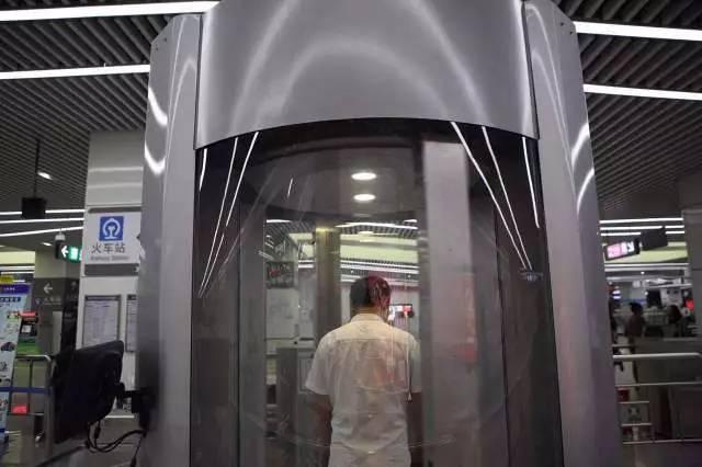 X光?辐射?福田地铁启用人体安检仪