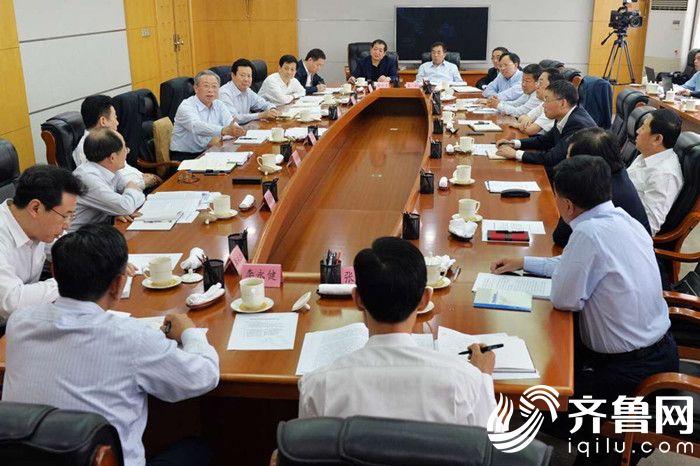 刘家义主持召开企业负责同志座谈会(1)_副本