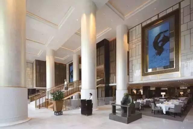 北京王府半岛酒店中最顶级的套间--半岛套间的首位入住客人 就是法国