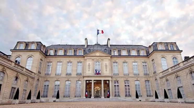 爱丽舍宫至今仍有拿破仑使用的书房.