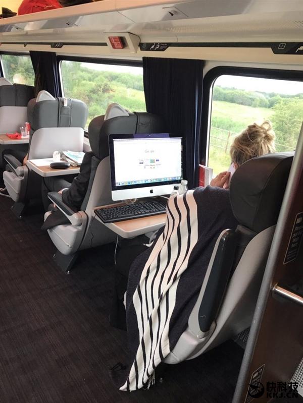 苹果看懵!美女居然扛iMac上火车:只为办公