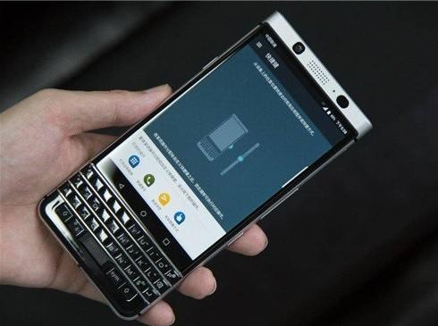 """""""#e5e5e5Berry中国""""微博上线黑莓要回了"""
