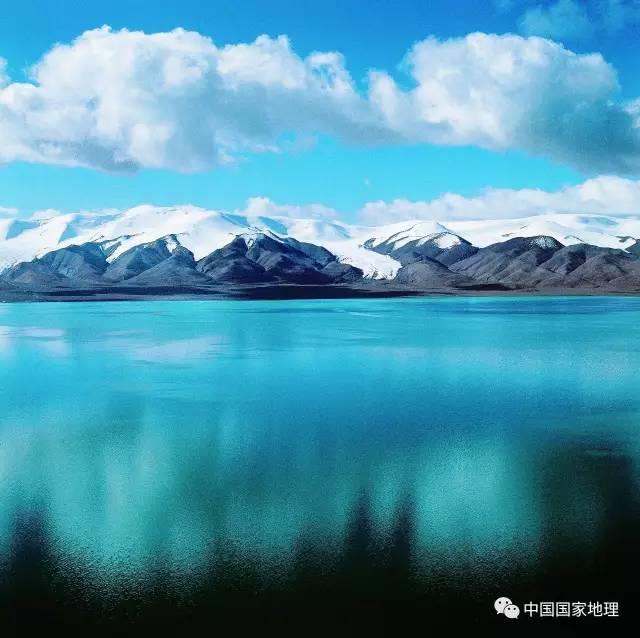 大地最美风景   位于玉树结古镇通天河畔长江源纪念碑本程摄影/刘运泽